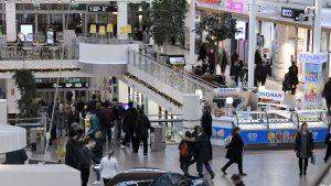 Joulunaluskauppaa kauppakeskus Jumbossa Vantaalla