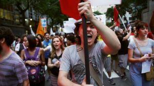 Ulkolinja: Brasilian askel taaksepäin