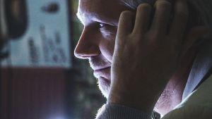 Dokumenttiprojekti: Kuka Julian Assange?