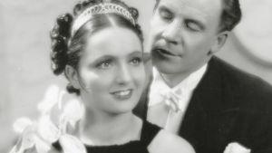 Kartanoromantiikkaa tarjoavasta elokuvasta tuli ensimmäinen miljoonan katsojan ylittänyt kotimainen elokuva. Risto Orkon elokuvassa päärooleja näyttelevät Hanna Taini ja Jalmari Rinne.