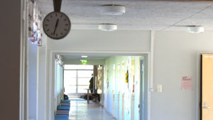 Korridor i Tegengrensskolan.