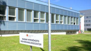 Här på Klemetsö industriområde finns missbrukarstationen i Vasa. Förhoppningen är att också tillnyktringen kunde finnas här.