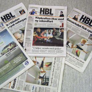 Flera upplagor av Hufvudstadsbladet
