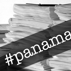 En hög papper och texten #panamapapers