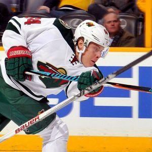 Mikael Granlund avfyrar ett skott.