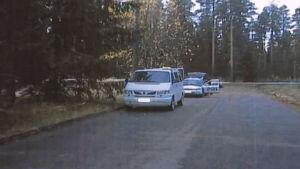 Taksi, jonka takana poliisi. Taksissa murhattiin kuski vuonna 2001