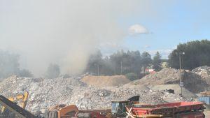 Brand vid Toppå avfallscentral.