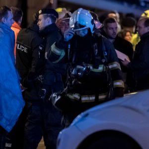 Människor efter brand i hotellet Eurostars David i Prag, Tjeckien.