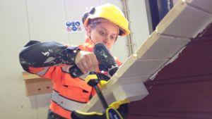 Patricia Niemelä bygger en lekstuga