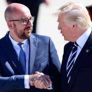 Belgiens premiärminister Charles Michel välkomnar president Donald Trump i Bryssel.