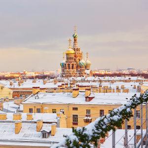 Utsikt över taken i ett vintrigt S:t Petersburg.