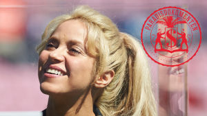 Sångaren Shakira ler.