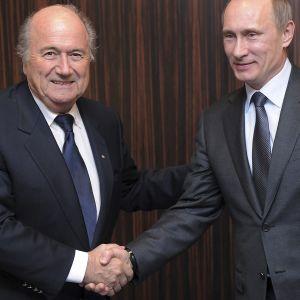 Englanti ja Venäjä kilpailivat jalkapallon MM-kisoista raivokkaasti ja keinoja kaihtamatta.