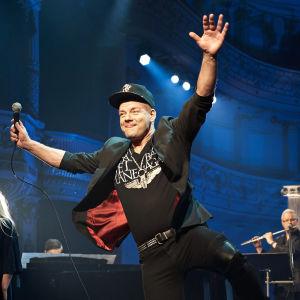 Jari Sillanpää i säsongspremiären av Nästan unplugged.