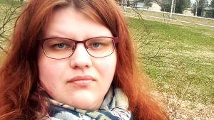 Lukijan roolissa -blogin kirjoittajan selfie-kuva