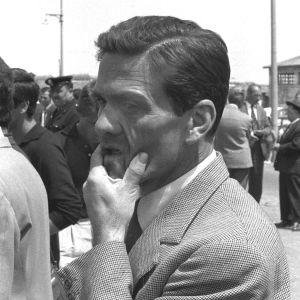 Svartvit bild på filmregissören Pier Paolo Pasolini.