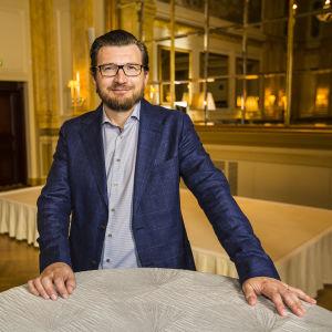 Ylen tuottaja Anssi Autio UMK18-pressitilaisuudessa