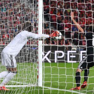 Mile Svilar släpper in matchens enda mål.
