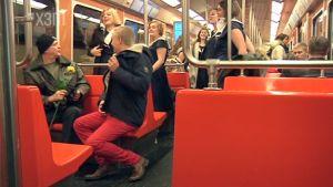 Flashmob med hurriksi.fi i metron
