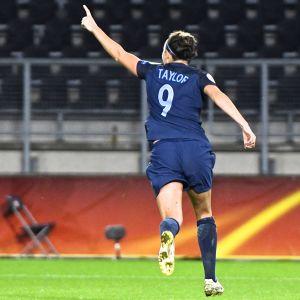 Jodie Taylor firar mål vid EM 2017.
