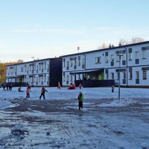Tillfälliga skolbyggnader för Winellska skolan i Kyrkslätt.