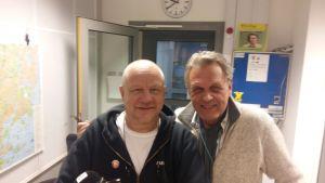 Sixten Lundberg och Benny Törnroos i studion i Böle i samband med programmet Vår Musik.