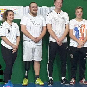 Elin Strandberg, Mats Sundström, Miska Henriksson och Lucas Lundström står på rad.