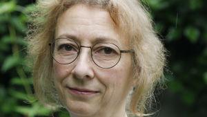 Andréa Räder har skrivit den första svenska biografin om bröderna Grimm. 2016.