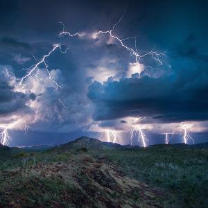 Miten maailman suurin luonnonilmiö monsuuni vaikuttaa monimuotoiseen luontoon ja eri kulttuureihin laajalla alueella. yle tv1