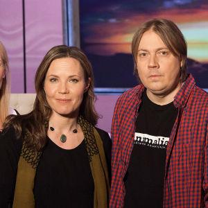 Anne Flinkkilän vieraina tiedetoimittaja  Jani Kaaro, psykologian tohtori Julia Korkman ja psykoterapeutti Jyrki Tuulari.