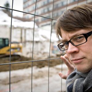 Dokumenttisarja kuljettaa katsojan Lapista Pohjois-Karjalaan ja Turusta Viipuriin.