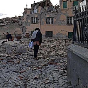 Skador efter jordbävningen i mellersta Italien augusti 2016