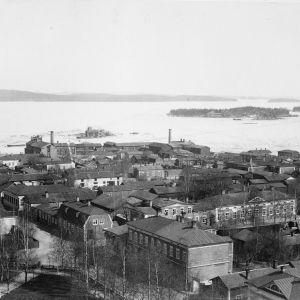 Näkymä Kuopion tuomiokirkon tornista 1880-luvun lopussa.