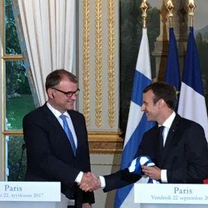 Frankrikes presiddent Emmanuel Macron och Finlands statsminister Juha Sipilä.