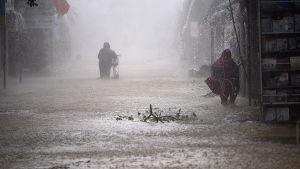 En översvämmad gata i Vietnam