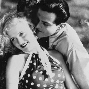 Tauno Palo ja Ansa Ikonen elokuvassa Kaikki rakastavat (1935).