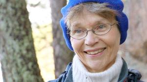 Ulla-Lena Lundberg. Äldre kvinnas ansikte i närbild, lätt leende.
