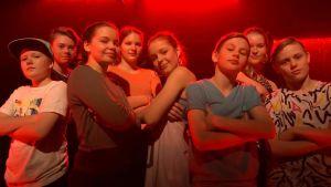 """Hajbos dansgrupp gjorde koreografin till musikvideon """"varför bryr jag mej"""""""