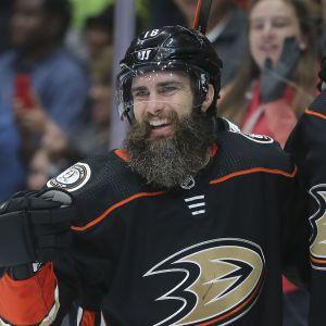 Patrick Eaves (till vänster) firar sitt mål i sin första NHL-match för säsongen.