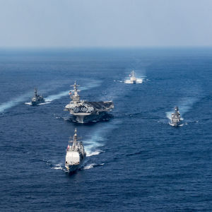 USS Carl Vinson med flottilj stävar som bäst mot farvattnen kring den koreanska halvön