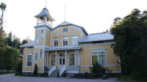 Finns folkhögskola i Esbo.