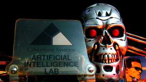 I filmserien Terminator utplånas människorna av intelligenta maskiner
