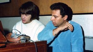 Brian Wilson ja Hal Blaine. Kuva dokumenttielokuvasta The Wrecking Crew.