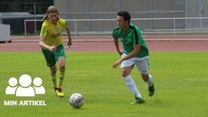 Två fotbollsspelare.