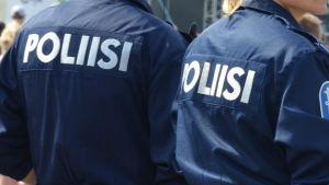 Poliserna hade den hetaste outfiten. Bokstavligt talat.