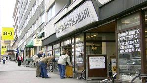 Huutokauppakamari Kauppakadulla Jyväskylässä vuonna 2004.