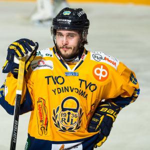 Jesse Virtanen på isen.