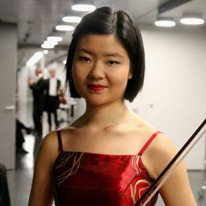Mayumi Kanagawa aloitti toisen finaalipäivän Sibeliuksen viulukonsertolla.