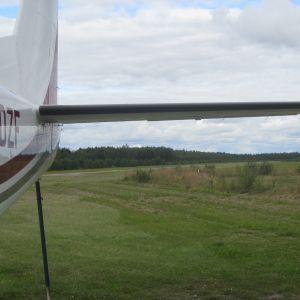 Flygplan på Täktom flygfält.