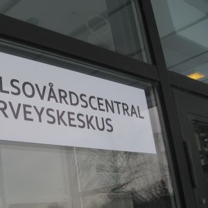 skylt av Ekenäs hälsovårdscentral